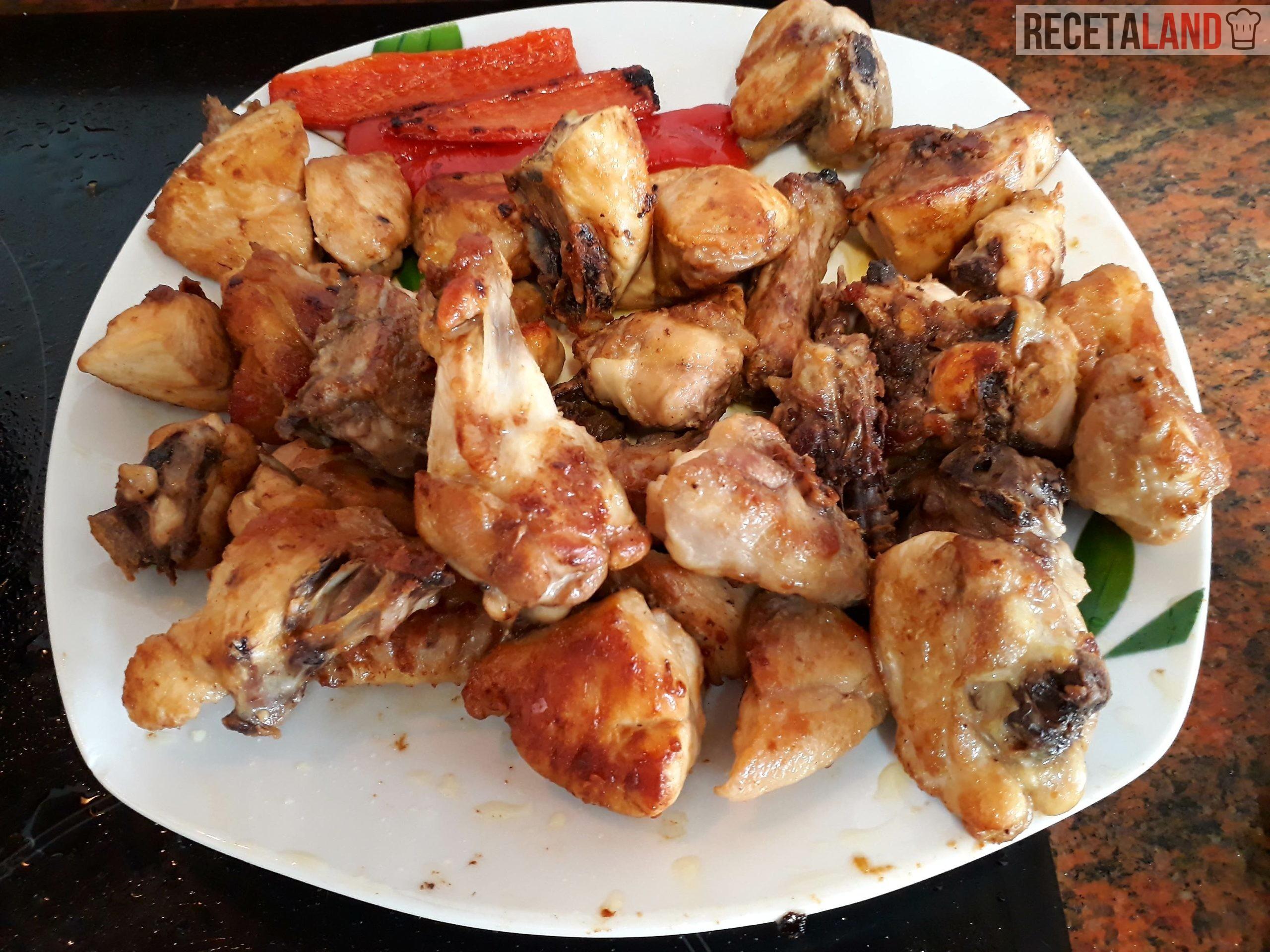 El Pollo frito antes de echarlo a la Paellera