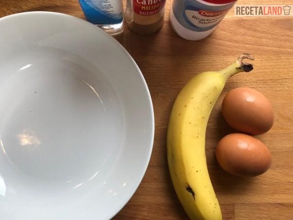 plátano y huevos para tortitas