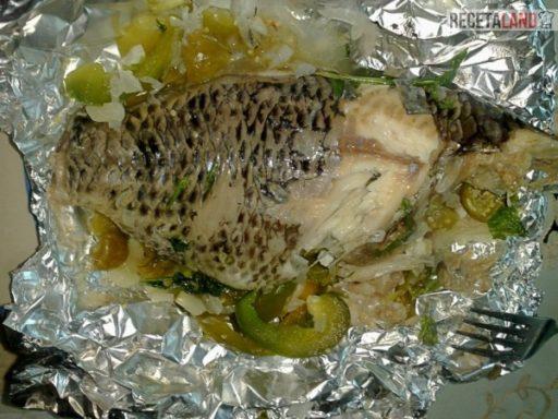 pescado empapelado con verduras