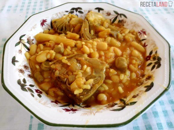 Arroz con habichuelas en el plato