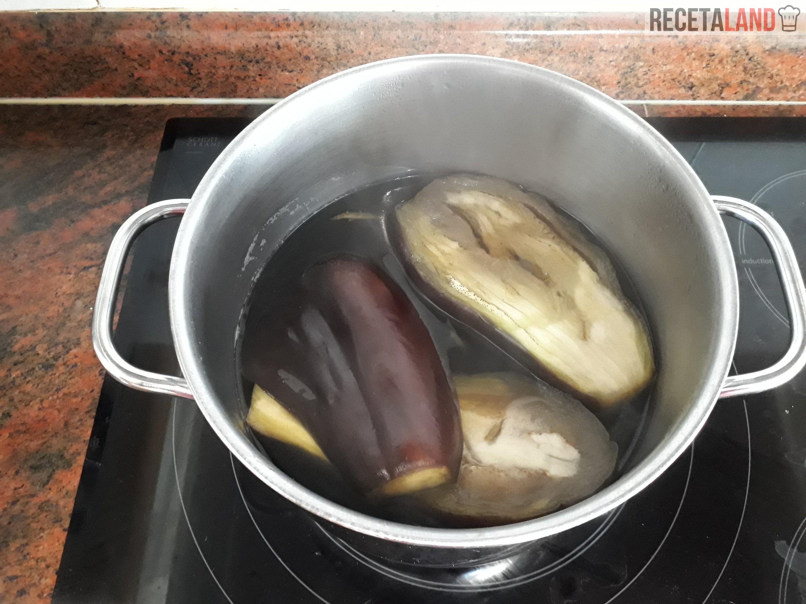 Berenjenas cociéndose