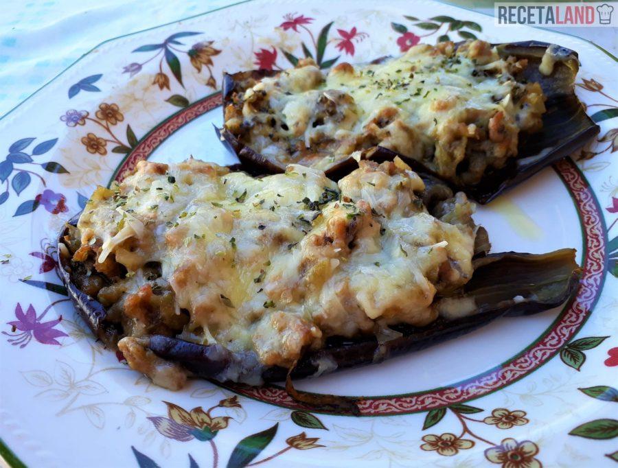 Berenjenas rellenas con carne y queso