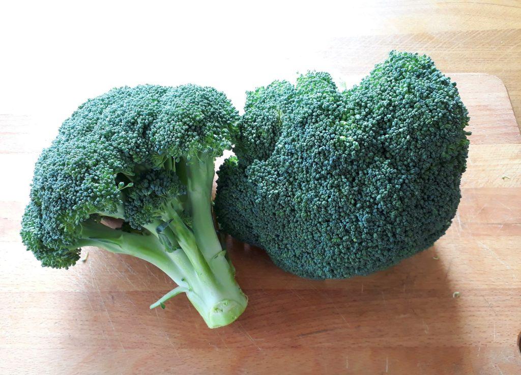 Ramitos de brócoli crudo o fresco