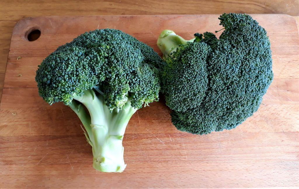 Ramitos de brócoli crudo