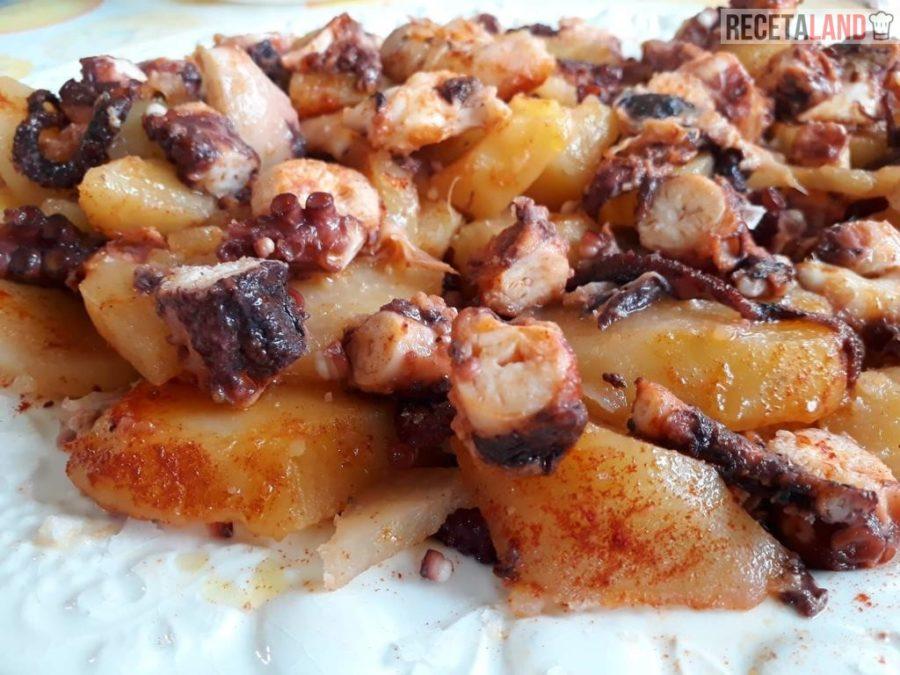 Pulpo a la gallega con patatas y pimentón