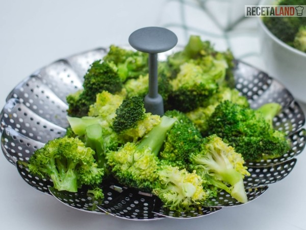Cocer brócoli al vapor
