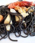 Plato de espaguetis con sepia y gambas