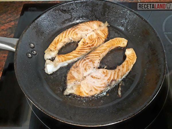 Friendo el salmón