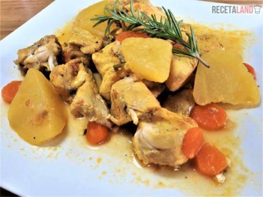 Pollo en salsa con patatas