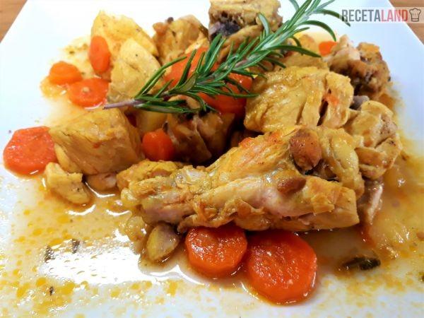 Plato pollo en salsa