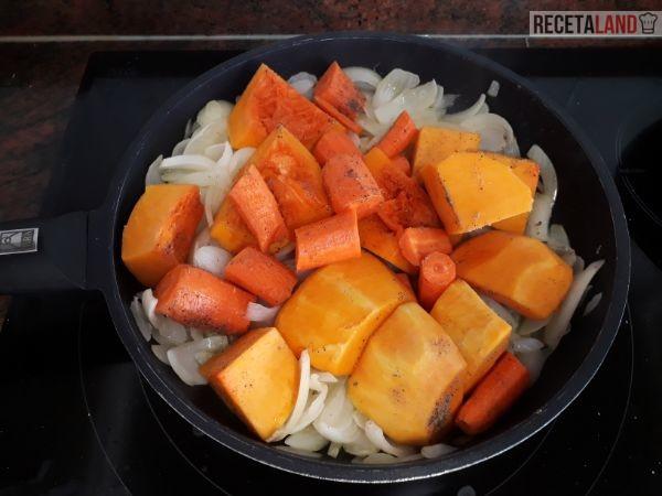 Sofriendo la cebolla, Calabaza y Zanahoria