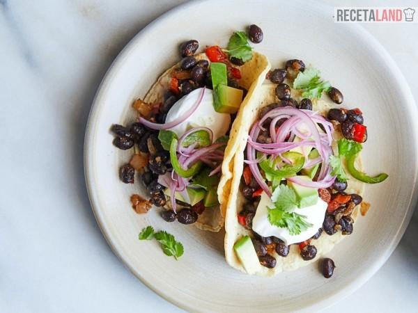 Tacos de frijoles vegetarianos o veganos