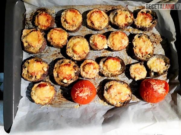 Berenjenas en rodajas asadas con tomate y queso Parmesano