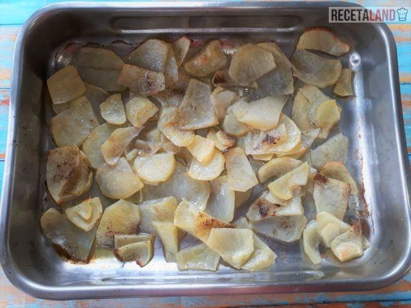 Patatas asadas finas para la Lubina a la espalda