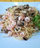Espaguetis con champiñones y gambas