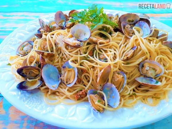 Fuente con Todos los Espaguetis
