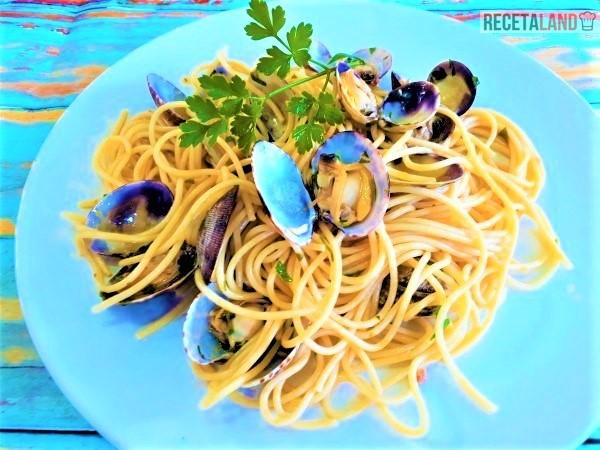 Plato de Espaguetis con almejas y nduja